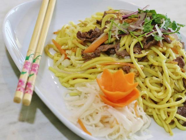 19.  Fried noodles with beef