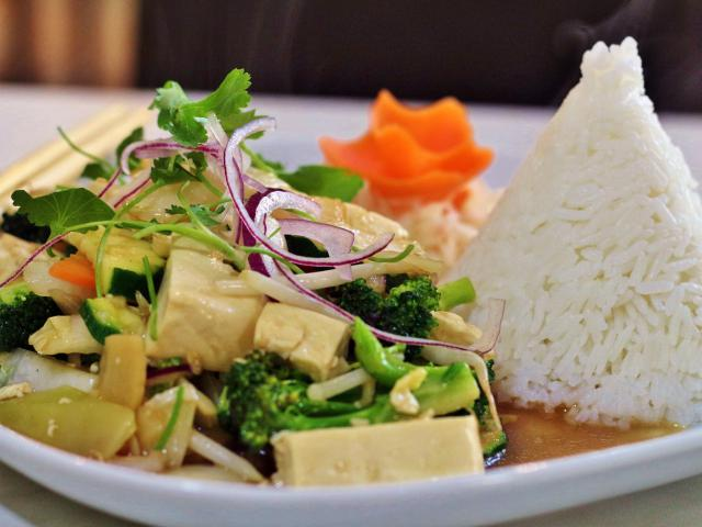 40. Fried tofu with vegetables with rice
