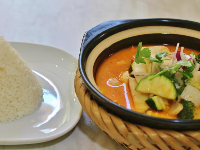 Clay pot with rice