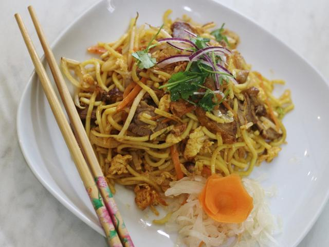 82. Fried noodles with duck