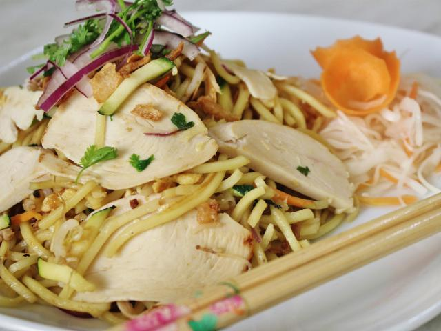 18. Fried noodles with chicken