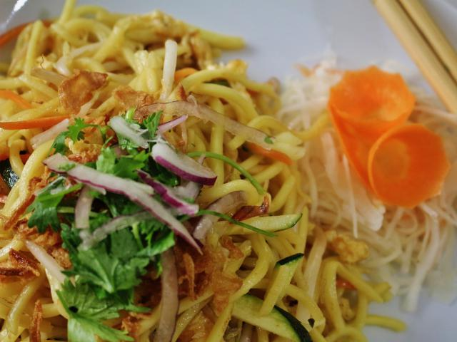 42. Fried noodles with vegetables