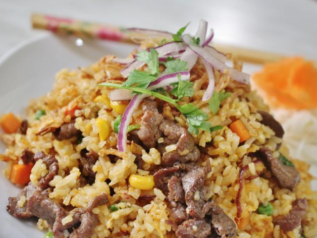 76. Fried rice with beef