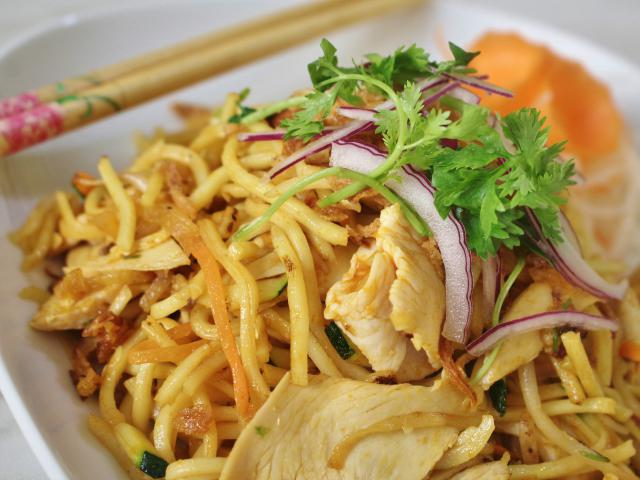 79. Fried noodles with chicken