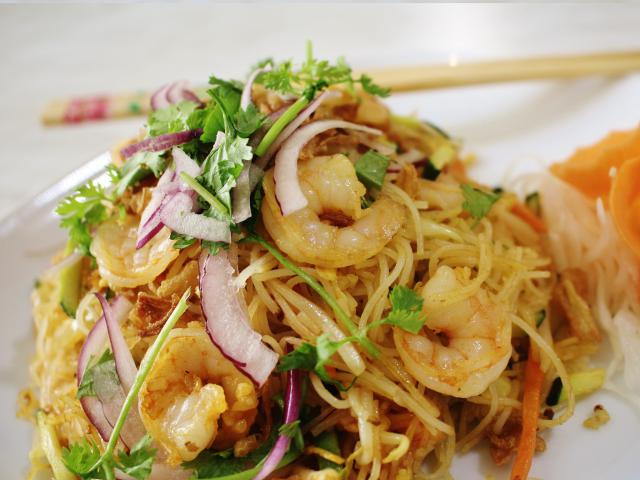 85. Fried rice noodles with shrimp
