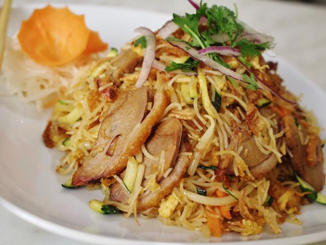 86. Fried rice noodles with duck