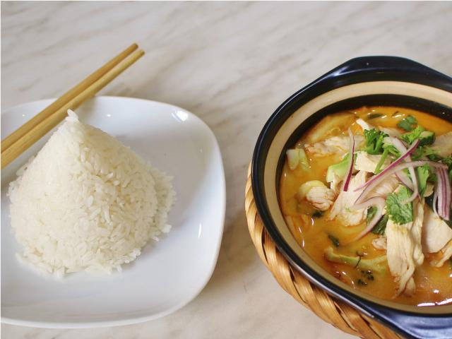 95. Thai curry chicken cooked in a clay pot