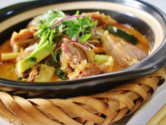 98. Thai curry duck cooked in a clay pot