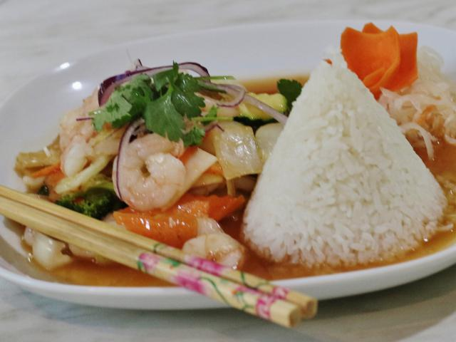 68. Sautéed shrimp and sepia on lemongrass and chili